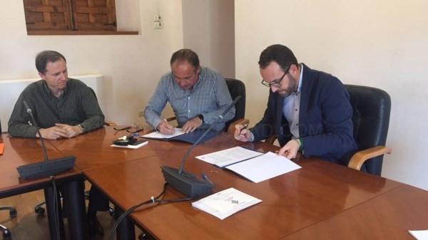 EL AYUNTAMIENTO DE ELCHE Y AESEC RENUEVAN SU CONTRATO DE COLABORACIóN