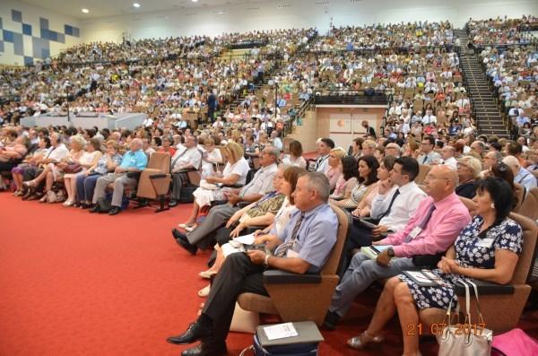 Miles de Testigos de Jehová de Murcia, Elche y la Vega Baja celebran su asamblea anual en Benidorm