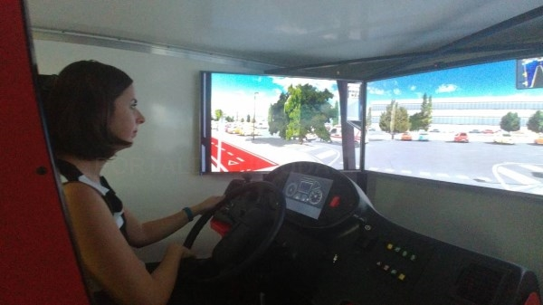 Elche ofrece simuladores para concienciar y mejorar la seguridad de conducción de los autobuses urbanos