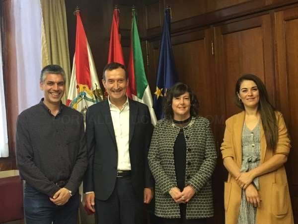 Una delegación municipal ilicitana examina la experiencia de Vitoria para apuntalar la candidatura de Elche a Capital Verde Europea 2030