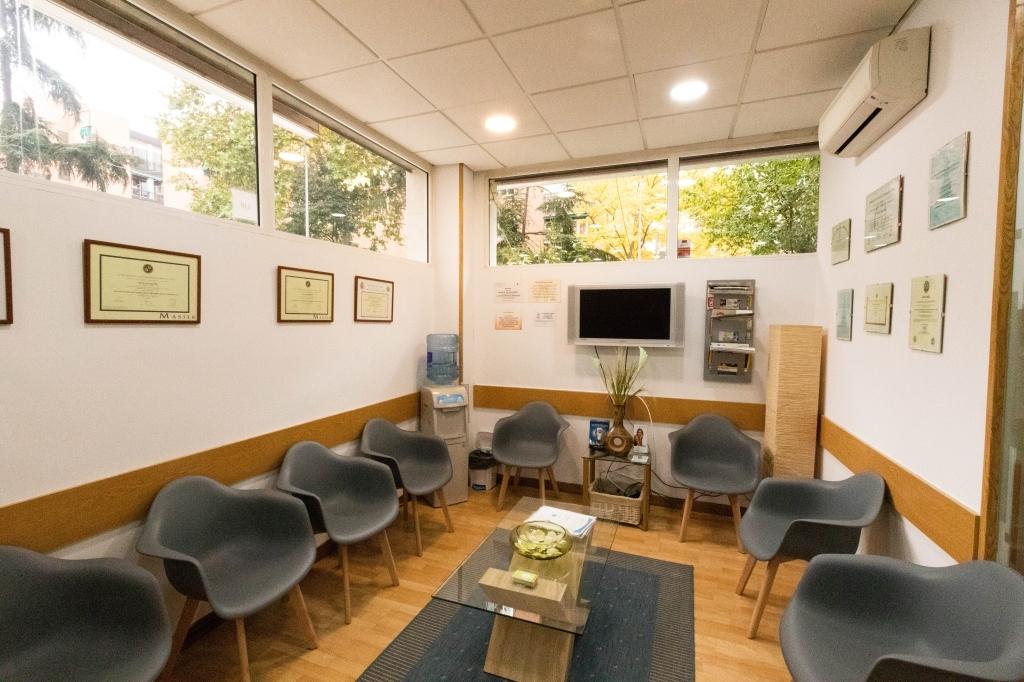 odontólogos en puerta de hierro, blanqueamiento dental saconia