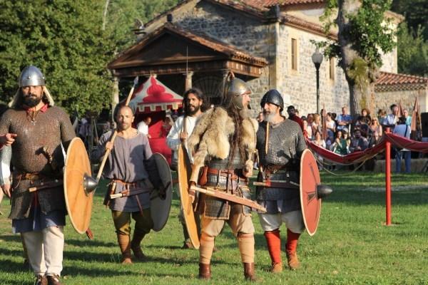 Las fiestas y recreaciones históricas revitalizan el turismo de interior