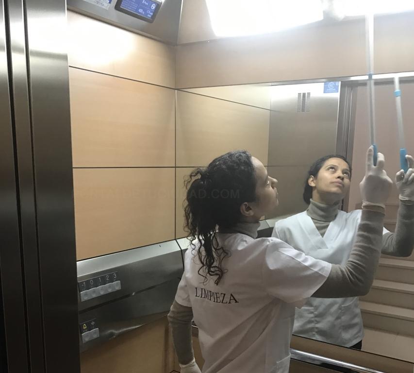 limpiezas de comunidad,ascensor
