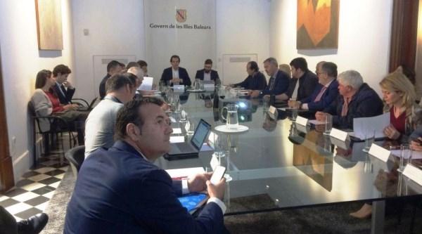 El conseller Marc Pons informa a la Mesa de la Energía de que se ha iniciado el proceso de redacción de la Ley de Cambio Climático de las Illes Balear