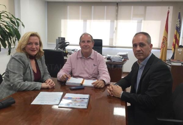El director general del Servicio de Salud se reúne con la fundación terapias naturales