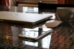 Apple es más rentable pese a caer las ventas del iPhone