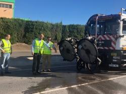 El director de Carreteras supervisa una de las actuaciones en las que se aplica una nueva técnica para la reducción de accidentes.