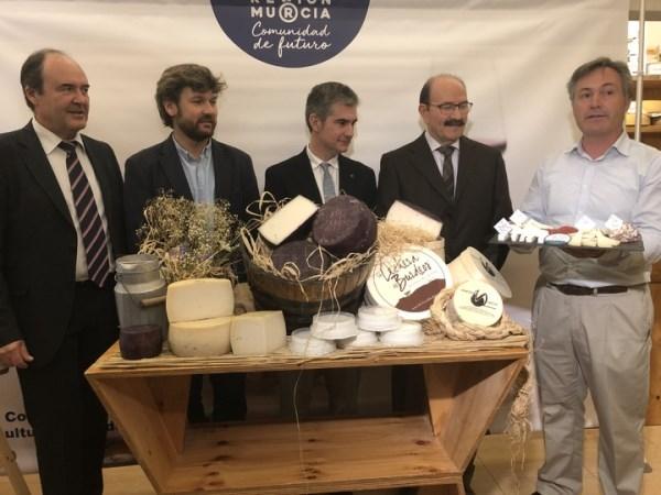El consejero de Agricultura presenta la 'Semana del Queso de Murcia DOP 2018', que se desarrolla del 12 al 19 de noviembre