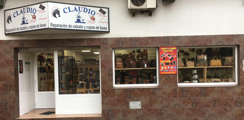 Reparación de calzado Claudio, copia de todo tipo de llaves, bolsos, monederos, mochilas