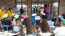 La consejera de Educación y Empleo entrega los diplomas a los alumnos del curso de inmersión lingüística organizado por Iberdrola