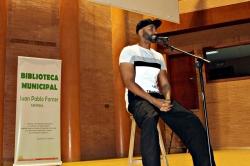 """Unos 400 estudiantes de 4º de ESO participan en un encuentro literario y musical con el rapero """"El Chojin"""""""
