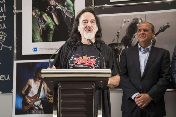 El presidente Monago inaugura la exposición fotográfica de la Agencia EFE 'En clave de rock'