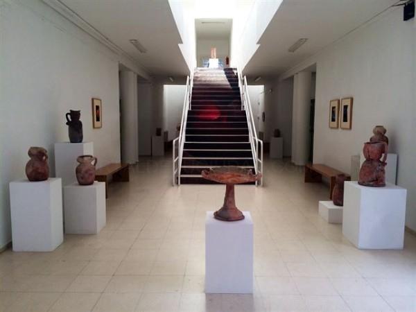 """Una exposición en la Escuela de Arte de Mérida ofrece 50 obras que hacen """"un guiño"""" a la cerámica arqueológica"""
