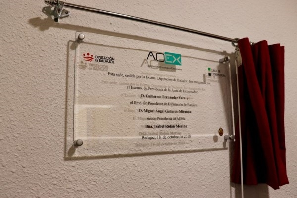 Inaugurada la sede de la Asociación Oncológica Extremeña en Badajoz.