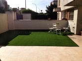 diseño de jardín de césped artificial en sevilla