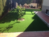 Diseño e instalación de jardines, pistas deportivas y terrazas  de césped artificial en Dos Hermanas, Jardinerías