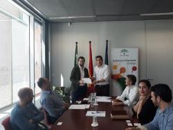 Junta de Andalucía entrega contratos de alojamiento en viveros a cinco nuevo empresarios sevillanos