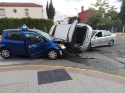 Herida una persona tras una colisión con tres coches implicados en Dos Hermanas