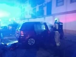 Susto en los Montecillos tras incendiarse un vehículo durante la pasada madrugada