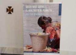 Las parroquias de Montequinto acogen una exposición fotográfica de Manos Unidas y lleva a cabo la campaña 'la peseta solidaria'