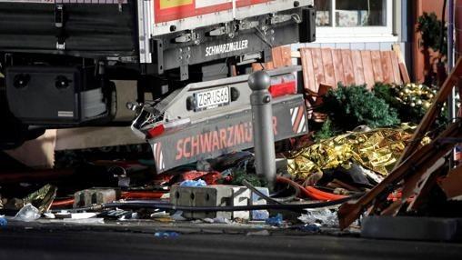 Un camión embiste contra un mercado navideño en Berlín