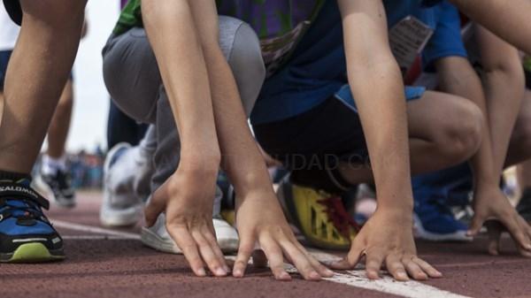 Los futuros atletas de Dos Hermanas se miden en una multitudinaria carrera