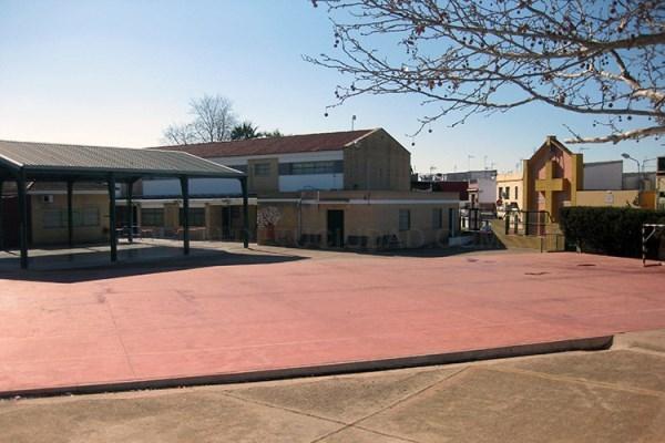 El Ayuntamiento acomete distintas mejoras en varios colegios nazarenos