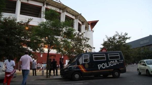 AGENTES DE LA POLICíA NACIONAL JUNTO AL RAMóN SáNCHEZ-PIZJUáN - ABC