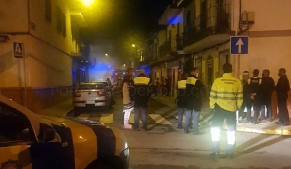 Sobresalto en la calle Navarra por el incendio de un vehículo durante la pasada madrugada