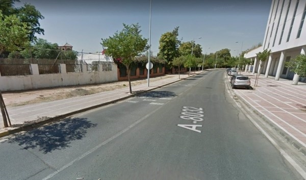 Cinco heridos, de ellos uno grave, en una colisión entre tres coches en Dos Hermanas