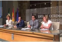 La Consejería de Sanidad firma un acuerdo con las Diputaciones para mejorar la atención a la dependencia en el medio rural