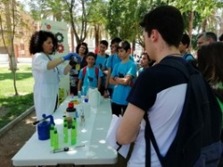 15 localidades extremeñas participan en la IV Feria de la Ciencia de la Escuela Municipal de Jóvenes Científicos.