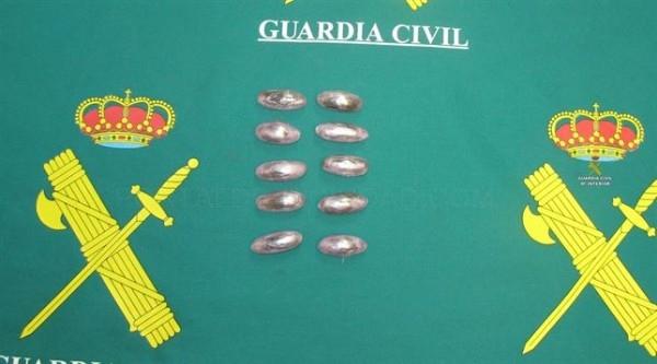 Detenido en Alcántara (Cáceres) un joven de 18 años que llevaba 10 bellotas de hachís escondidas en un autobús
