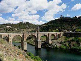 El base José Manuel Calderón anima a votar al Puente de Alcántara como Mejor Rincón de España 2014