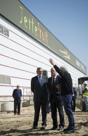 El presidente Monago visita la Central Hortofrutícola 'Campo y Tierra del Jerte'