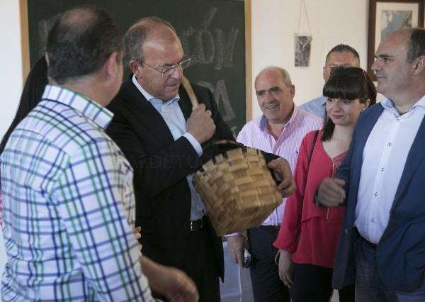 El presidente Monago visita la Fiesta del Cerezo en Flor que se celebra en el Valle del Jerte