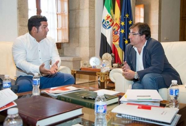 Fernández Vara recibe al presidente autonómico de Cruz Roja quien le ha anunciado las líneas de actuación de la entidad