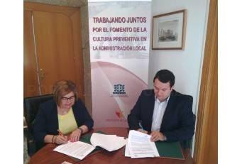 La Diputación y la FEMPEX firman un convenio para prevención de riesgos laborales en ayuntamientos y mancomunidades.