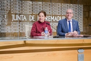 La Junta de Extremadura y la UEx firman dos convenios de colaboración destinados a la formación continua.