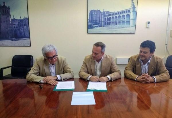 INTROMAC y el Colegio Oficial de Arquitectos de Extremadura firman un convenio para la cooperación en actividades técnicas, profesionales, divulgativa
