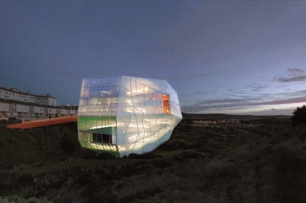 El diseño vanguardista del Palacio de Congresos de Plasencia atrae a productoras para rodajes y fotografías.