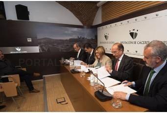 Diputación y entidades financieras firman convenios para ayudar a beneficiarios de Diputación Emprende y Rehabilita.