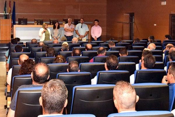 La Presidenta de Diputación reúne a empresarios de la construcción para informarles de la situación de la obra pública de la Institución.