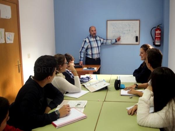 Academia de Enseñanza Reforzos, en Teo