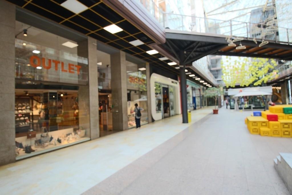 Outlet zapatería, Área Shopping