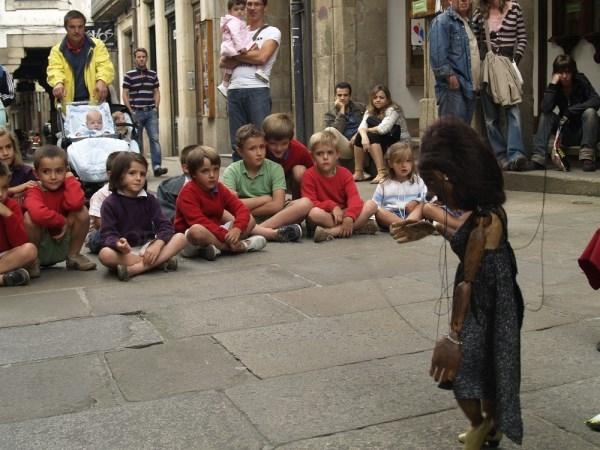 Os títeres echen Compostela