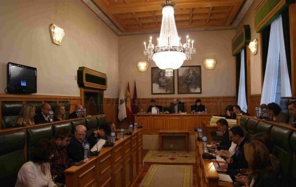 El IBI urbano y rústico se reduce tras el voto conjunto de PP y PSOE