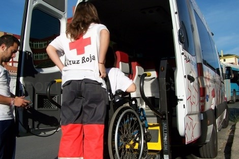 La Cruz Roja trasladará a personas con movilidad reducida a votar en Santiago