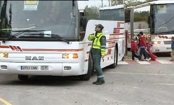 La Xunta suspende el transporte escolar en Santiago y 175 concellos más de toda Galicia