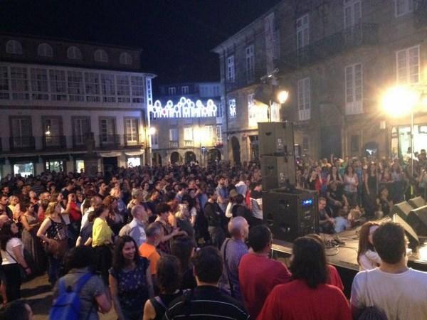 Xoves de festa picheleira en Compostela